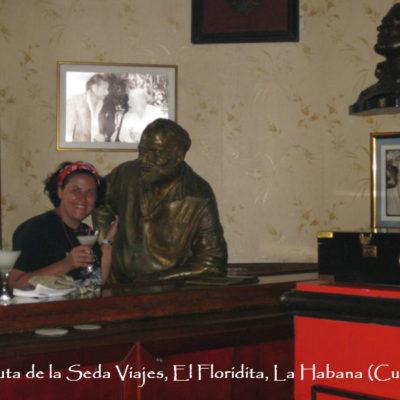 El Floridita, La Habana (Cuba): tomando un daiquiri en El Floridita con Ernest Hemingway. Es un bar y restaurante mítico de La Habana que el escritor y periodista frecuentaba y que lo hizo famoso a nivel mundial.